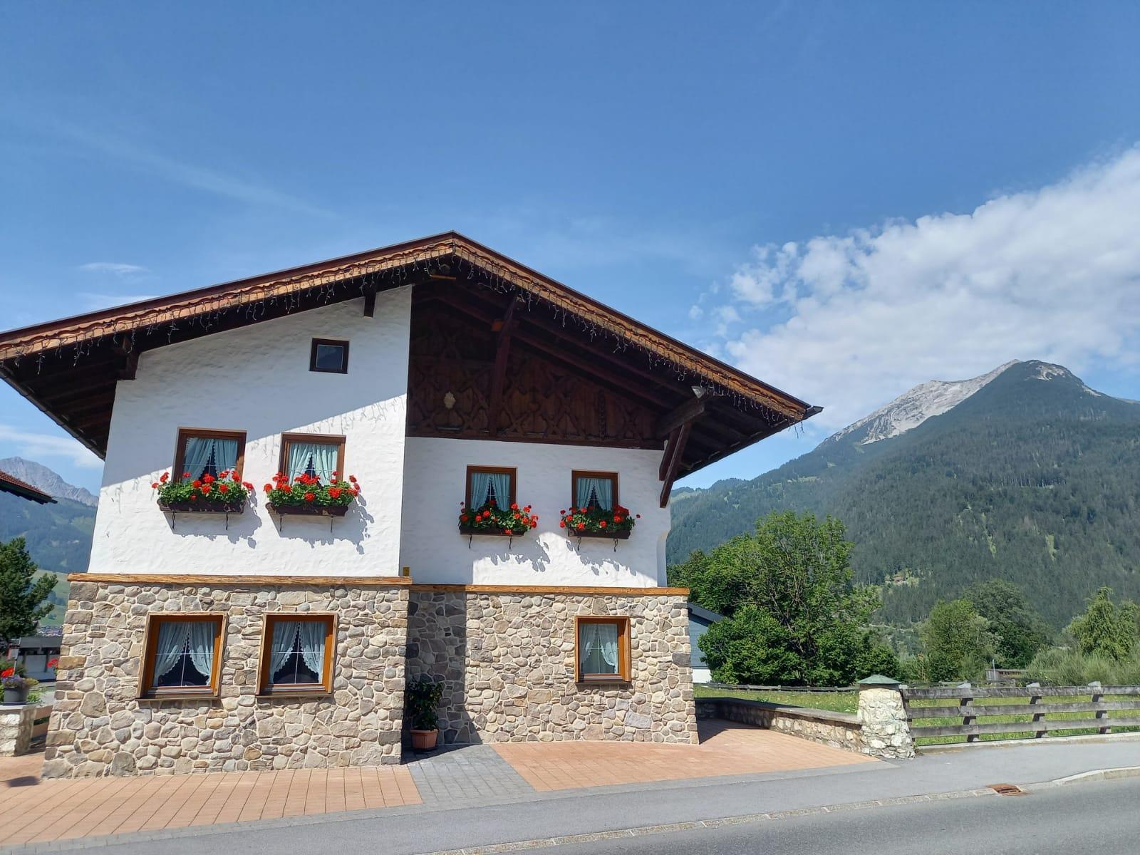 Holzschnitzers Appartements #Willkommen#Bildergalerie#Anfahrt und Schlüsseladresse#Wohneinheiten#Preise#Anfragen#Buchen#Impressum#Sitemap#Links und Infos#Sommer
